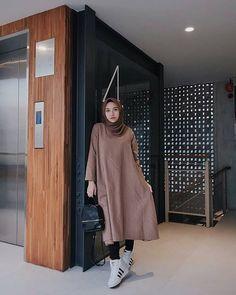 Stylish Hijab, Casual Hijab Outfit, Hijab Chic, Ootd Hijab, Modern Hijab Fashion, Hijab Fashion Inspiration, Muslim Fashion, Mode Outfits, Fashion Outfits