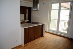 Kuchyně je osvětlována velkým oknem a je tak zajištěn i hezký výhled při vaření
