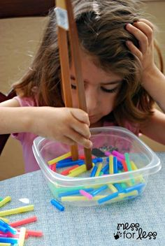 Use tongs or training chop sticks to pick up pieces of straws.a great fine motor activity for young kids in pre-k, preschool, early childhood education Fine Motor Activities For Kids, Toddler Activities, Montessori Activities, Preschool Activities, Preschool Education, Indoor Activities, Finger Gym, Kindergarten Readiness, Practical Life