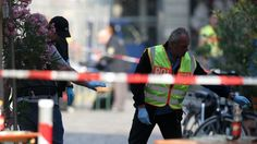 Ermittler der Polizei arbeiten am Tatort eines Bombenanschlags am 25.07.2016 in Ansbach (Bayern). (dpa/picture alliance/Daniel Karmann)