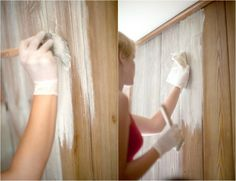 à l'aide d'une brosse à peindre on applique la peinture blanche à base d'eau en suivant la direction du grain du bois