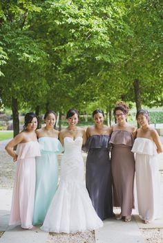 This bride has some serious style.  I mean, one look at the amazing Joanna August clad bridesmaids and it's pretty plain to see (they are lovely).  And her beautiful Chicago Botanic Garden wedding?  Well, it's just as gorgeous as you would think it would be with stunning blooms from Virginia Wolff, soft gold and blush hues and all sorts…