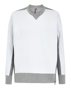 Taking you straight from the court to your post-practice activities, this throw-on sweater is crafted in contrasting colours and textures. It ticks all the technical boxes with innovative cotton fabric, plus a side zip and underarm ventilation to enhance breathability. Great for layering, its ribbed neckline, cuffs and hem add a bold sporty finish to complete every tennis outfit.