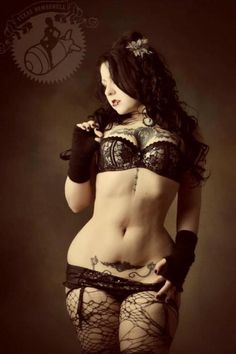 Really love this photo. Almost Steampunk meets Pin-Up. Gorgeous.