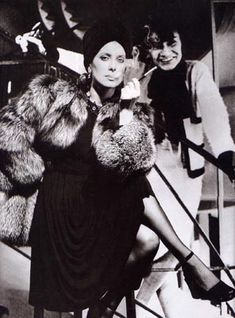 Catherine Deneuve in YSL and Coco Chanel by Helmut Newton Catherine Deneuve, Vintage Fur, Mode Vintage, Vintage Chanel, Estilo Coco Chanel, Coco Chanel Fashion, Chanel Style, Marca Chanel, Mademoiselle Coco Chanel