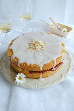 Almond tea cake / Bolo de amêndoa recheado com curd de limão siciliano e geleia de framboesa | Flickr – Compartilhamento de fotos!