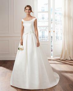 f439706bcc735 Robe de mariée VOYAGE lunanovias collection 2019: Boutique Paris. Satin  DuchesseBridal Wedding DressesWedding ...