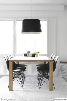 Oak table + black chairs and lamp
