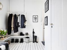 8 Enviable Entryways That Prove You Don't Need a Coat Closet to Stay Organized (Apartment Therapy Main)