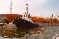 Un remolcador es una embarcación utilizada para ayudar a la maniobra de otras embarcaciones, principalmente en los puertos, pero también en mar abierto o a través de ríos o canales. También se usan para remolcar barcazas, barcos incapacitados u otros equipos.