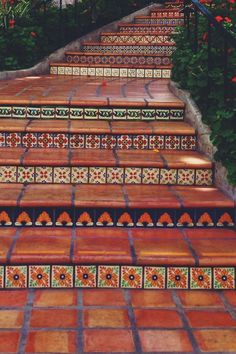 Decor Units: Rustic Staircase Ideas to embellish house Spanish Style Homes, Spanish House, Spanish Colonial, Rustic Staircase, Staircase Ideas, Fachada Colonial, Tile Stairs, Spanish Villas, Terracota
