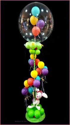 This is adorable . Also a good example of organic decor on a pole Balloon Decorations Without Helium, Balloon Centerpieces, Bubble Balloons, Helium Balloons, Baloon Art, Balloon Pillars, Qualatex Balloons, Balloon Words, Celebration Balloons
