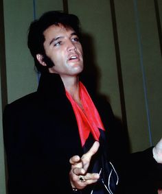 1935 – Elvis Presley, American singer, guitarist, and actor (The Blue Moon Boys) (d. 1977) | Today the late Elvis Presely was born in 1935 – 78 years ago ...