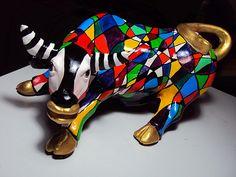 Esmaltes Ceramica Alphonse mucha - Cerca con Google Alphonse Mucha, Bison, Eat More Chicken, Cow Parade, Talavera Pottery, Cow Art, Animal 2, Paper Clay, Decoupage