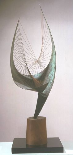 Barbara Hepworth 'Orpheus (Maquette 2) (Version II)', 1956, edition 1959© Bowness, Hepworth Estate Sculpture and string
