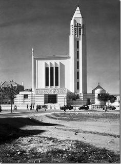 Igreja de Nossa Senhora de Fátima, 1957 Old Pictures, Old Photos, Iberian Peninsula, Place Of Worship, Capital City, Ancient Egypt, Urban Design, Historical Photos, Architecture Design