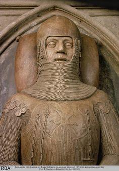 Maille oddity on German Effigy c. 1370s