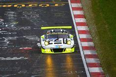 Das 24-Stunden-Rennen auf der legendären Nordschleife des Nürburgrings ist eine der größten Motorsportveranstaltungen der Welt. Auch zur 44. Auflage des Eifel-Klassikers am 28./29. Mai werden wieder über 200.000 Fans erwartet. ... weiterlesen