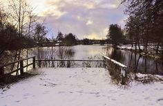 wilma HW61 posted a photo:  Toch nog een beetje sneeuw vanmorgen al was het wel natte pap sneeuw :-)  De Waa, ook wel Sint Anthoniswade genoemd, is een oude IJsselarm bij het Nederlandse Hanzestadje Hattem, ontstaan als een overslagplas bij een grote overstroming in de 12e eeuw. Op de heuvel (de Gaedsbergh) grenzend aan deze ooit doorwaadbare plek (Wade) stond een van de oudste kerkjes van de Noordelijke Veluwe. Van dit Karolingische kerkje zijn in de 19e eeuw resten gevonden door…