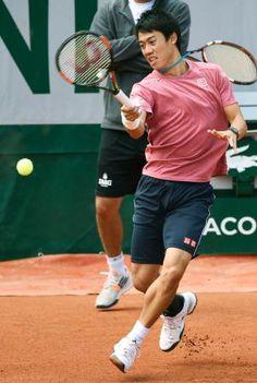 全仏オープンテニスに向けて練習する錦織圭=パリ(共同) ▼22May2015共同通信|全仏、錦織の初戦は世界123位 最高の第5シード http://www.47news.jp/CN/201505/CN2015052201002027.html #錦織圭 #Kei_Nishikori