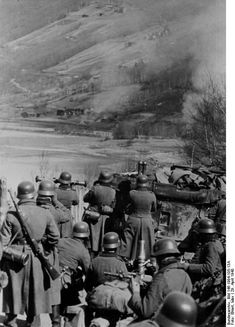 German troops with a 'grenade launcher' on the front line near Trondheim, Norway. Germany Ww2, German Uniforms, Ww2 Photos, War Photography, German Army, Military History, Harbin, Luftwaffe, World War Ii