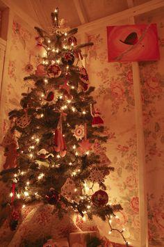 The Christmas Cottage | TikkiDo.com