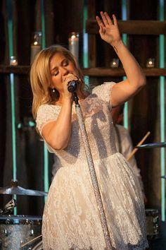 Kelly Clarkson in her Tie It Up video
