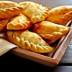 How to Baked Turkey Empanadas full recipe must try it Beef Empanadas, Mexican Empanadas, Baked Turkey, Pie Crust Recipes, Mexican Food Recipes, Food Print, Tapas, Food And Drink, Cooking Recipes