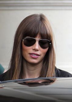 Jessica Biel's Transformation into Vera Miles Earns Raves from 'Hitchcock' Director!: Photo Jessica Biel is street chic as she arrives at the Plaza Athenee Hotel on the luxury Avenue Montaigne on Sunday (October in Paris, France. Jessica Biel, Jessica Beil Hair, Haircuts With Bangs, Hairstyles With Bangs, Cool Hairstyles, Hair Inspo, Hair Inspiration, Hair Locks, New Hair