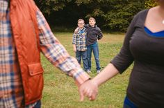 Digital Wedding Photography Tips – PhotoTakes Fun Family Photos, Family Posing, Family Portraits, Pic Pose, Picture Poses, Photo Poses, Photo Shoot, Wedding Photography Tips, Love Photography