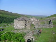 Crackpot Hall in Swaledale #YorkshireDales via @theabundantplanet
