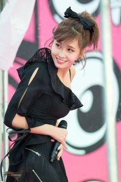 171022 Momo of Twice Kpop Girl Groups, Korean Girl Groups, Kpop Girls, Nayeon, Suzy Drama, Peach In Japanese, Hirai Momo, Kawaii, Yuka
