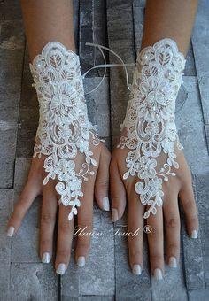 ivory wedding glove, Bridal Glove, ivory lace cuffs, lace gloves, Fingerless Gloves, bridal gloves  Free Ship, ivory gloves, gloves,