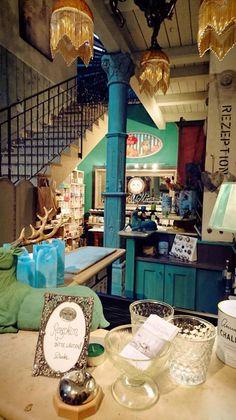 #anniesloan #anniesloanchalkpaint #chalkpaint #timimoo #workshop #workshops #lebensfreude #painting #diy #painteverything #mooslechners #mooslechnersbürgerhaus #bürgerhaus Annie Sloan, Boutique, Bed And Breakfast, Event Design, Workshop, Indoor Courtyard, Joie De Vivre, Atelier, Work Shop Garage
