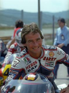 Barry Sheene GP Yugoslavia Rijeka 1983. Motorcycle Racers, Racing Motorcycles, Classy Cars, Old Bikes, Road Racing, Vintage Racing, World Championship, Grand Prix, How To Look Better