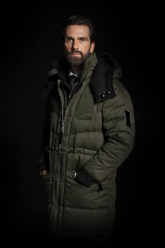   Advance Sale of our 'Updrafts of Inspiration' Winter Collection 2017/2018    REVERSIBLE PARKA - TWO IN ONE Reversibility and detachable accessories keep you fit for any occasion – whether at the Cresta Run (Olive Green cotton side) or at festive events (Cosmos Black cashmere side).  www.sven-holger.com/en/product/s-h-cashmere-cosmos-black-atelier-stock/