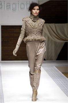Personal Shopping in Dec, Jan, Feb has been cold BRRRRRRRR. Wrap up warm next winter in sumptuous creamy knits by Laura Biagiotti Bohemian Style, Boho, Laura Biagiotti, New York Style, Couture Fashion, Milan Fashion, Irish Lace, Knit Fashion, Unique Outfits