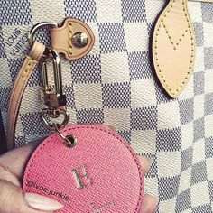 Lv Handbags, Louis Vuitton Handbags, Louis Vuitton Damier, Love Fashion, Womens Fashion, Coin Purse, Wallet, Pattern, Stuff To Buy