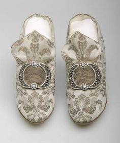 Brocade Pumps ca. 1910 - Designed by F. Pinet - Owned by Bertha Palmer via Chicago History Museum Brocade Pumps ca. 1910 - Designed by F. Pinet - Owned by Bertha Palmer via Chicago History Museum Vintage Shoes, Vintage Accessories, Vintage Outfits, Fashion Accessories, Historical Costume, Historical Clothing, Edwardian Fashion, Vintage Fashion, Victorian Shoes