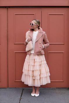 Tulle skirt // How to wear pink to party! A pearl sweater, J.Crew coat and ASOS skirt Rosa Pullover, Rosa Style, Fall Outfits, Casual Outfits, Skirt Outfits, Pink Fashion, Womens Fashion, Romantic Style Fashion, Simple Party Dress