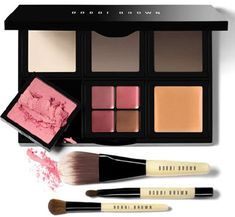 Travel Must-Haves - Bobbi Brown, All-In-One Makeup Palette - the Customize. Organize system is designed for women to customize their makeup and be their own makeup artists. It's an easy way to take less, but have more. Bobbi Brown Makeup Artist, Makeup Artist Kit, Makeup Artists, Bobbi Brown Eyeshadow, Make Up Palette, Beauty Make-up, Beauty Hacks, Beauty Case, Beauty Shots