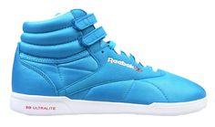 Reebok F/S HI Ultralite Intl V50345 blau weiß    Der Reebok F/S HI Ultralite ist ein sehr leichter trendiger, halbhoher Sneaker für Damen aus der Reebok-Classic-Serie.     Durch die Verarbeitung hochwertiger Kunststoffe und die 3D ULTRALITE Sohle ist der Schuh federleicht.  www.sportmarkenschuhe.de