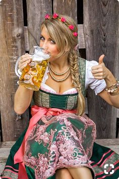Pretty young german oktoberfest blonde woman in a dirndl dress – Foto Hot Girls, Hot Blonde Girls, Blonde Women, German Oktoberfest, Oktoberfest Beer, Octoberfest Girls, German Women, German Girls, Beer Maid