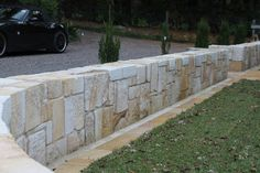 Using The Right Plants In Your Landscaping - Gardening Advice Guide Limestone Block, Limestone Wall, Landscaping Retaining Walls, Home Landscaping, Steep Backyard, Sandstone Wall, Stone Retaining Wall, Dry Stone, Wall Seating