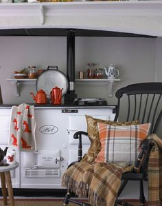 Love the Foxes in this Cosy country kitchen with white Aga and orange accessories Aga Kitchen, Cozy Kitchen, Country Furniture, Country Decor, Country Living, Country Style, Cottage Living, Cottage Style, Cottage Kitchens