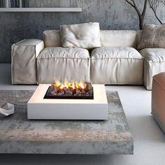 Nei moderni camini elettrici di maisonFire l'acqua è capace di ricreare la magia del fuoco: una finissima nebulizzazione dell'acqua viene illuminata per creare un effetto fiamma davvero realistico