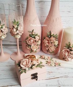 20 ideas to inspire you to recycle and make glass bottles unique. Absolutely not to be missed techniques! Wedding Bottles, Wedding Glasses, Champagne Glasses, Wine Bottle Art, Diy Bottle, Wine Glass Crafts, Wine Bottle Crafts, Clay Crafts, Diy And Crafts