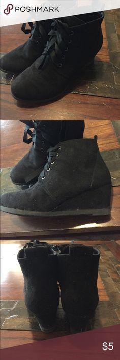 Girls Wedge Boots Brand is Restricted Kids. There is a small scuff at the front of the right boot. These are a size 2. Restricted Shoes Boots