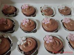 Maanan matkassa: Suklaamuffinssit Pätkis-sydämellä Mini Cupcakes, Desserts, Food, Tailgate Desserts, Deserts, Essen, Postres, Meals, Dessert