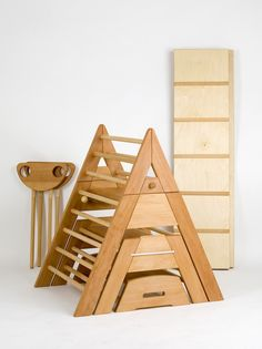 Children's Furniture – Recycled Furnitures Ideas School Furniture, Kids Furniture, Furniture Design, Baby Play, Baby Toys, Montessori Baby, Montessori Homeschool, Wood Toys, Kid Spaces